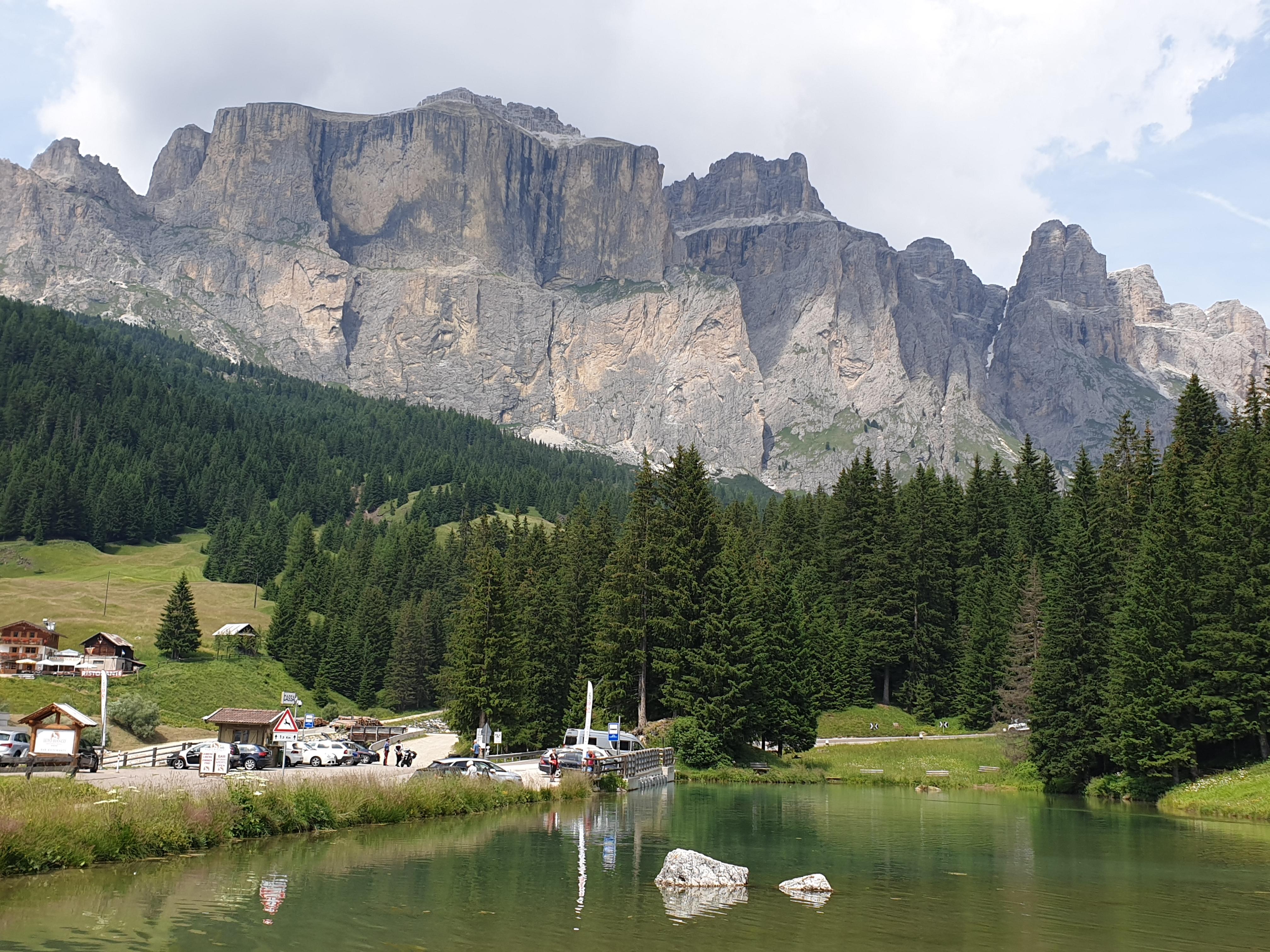 Blick von Canazei aufs Sella Bergmassiv